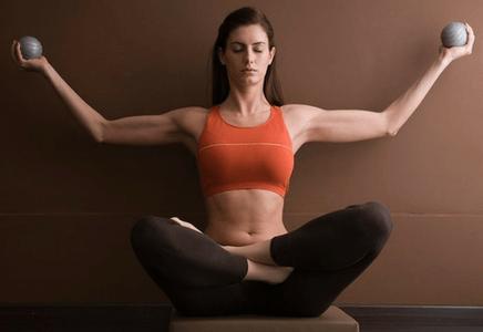 Associer musculation avec le yoga