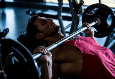 Douleur aux épaules en musculation : Comment soulager rapidement ?