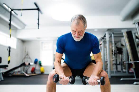 Prendre du muscle après 60 ans, l'entraînement adapté