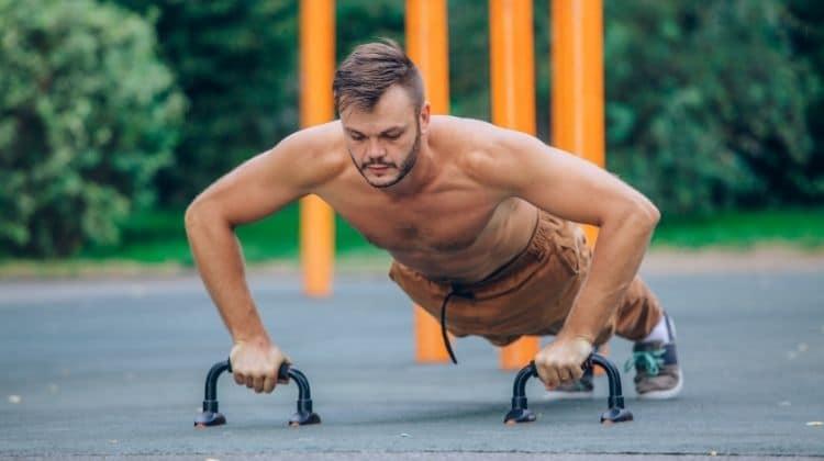 Pompes avec poignées : Exercices et conseils d'utilisation
